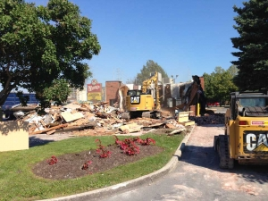 commercial-wendys-kingston-gardiners-road-flagship-store-new-design-first-in-ontario-exterior-demolition-2-web