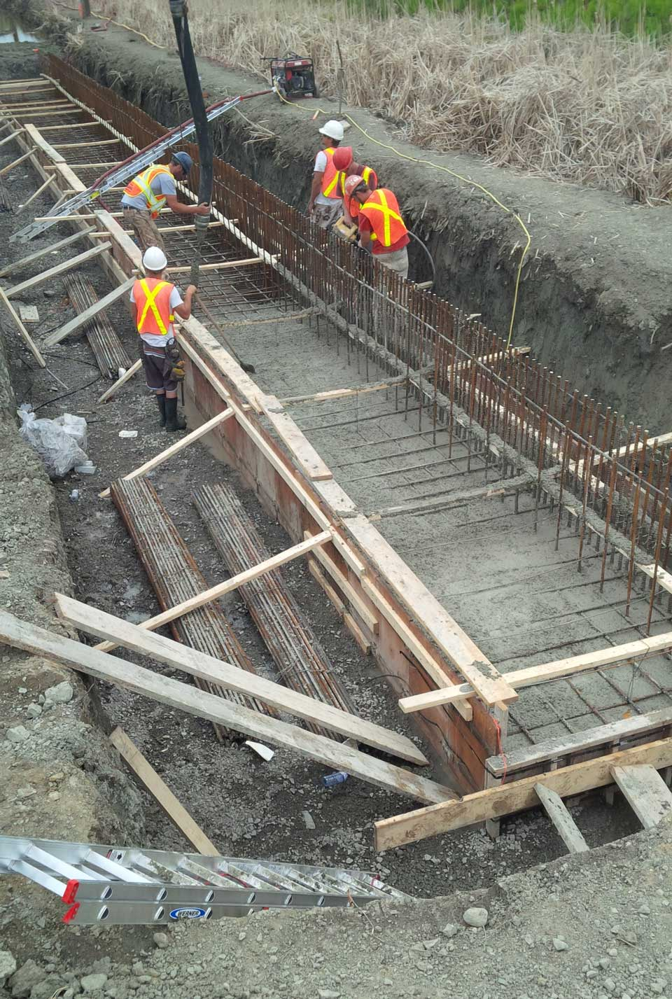 march-road-site-development-6-form-work-crashwall-footing-being-poured